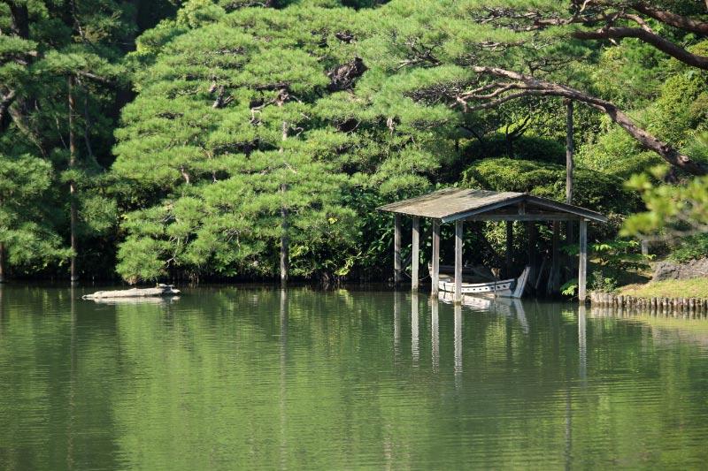 舟屋と臥龍石-1.jpg