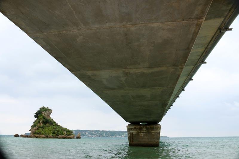 橋の下-1.jpg