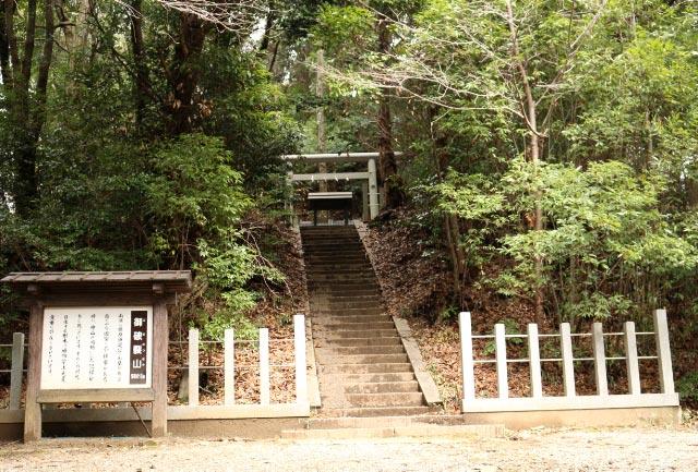 鎌足の墓-1.jpg