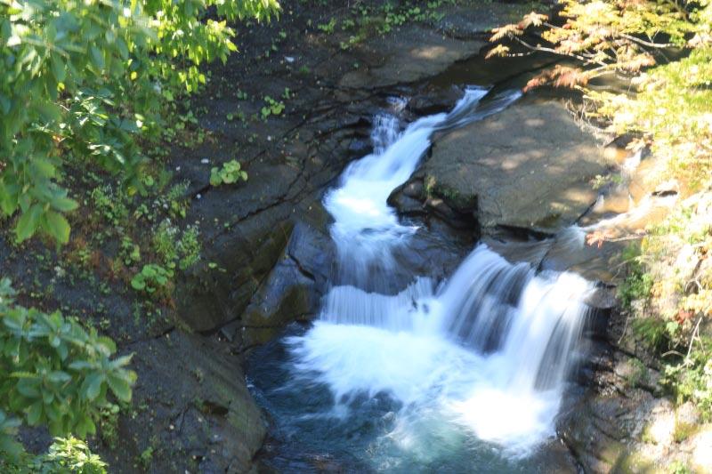 三段の滝の傍 ラルマナイの滝-1.jpg
