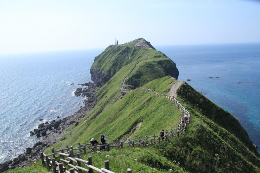 神威岬と灯台-1.jpg
