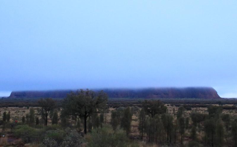 朝のウルル-1.jpg