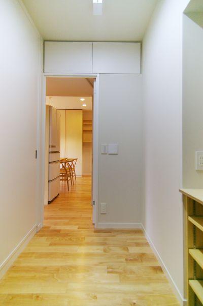 キッチンから見通しの利く子供部屋