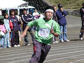 激走をみせる岡田青年団のイケメン代表・長嶋氏