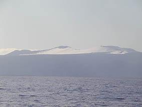 雪化粧した三原山に見送られ、いざ決戦の地へ!
