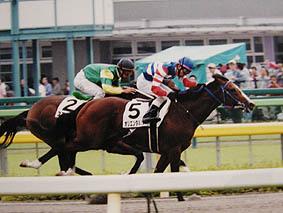 オリエンタルシチーの新馬戦。この馬も徳吉騎手の最高のパートナーでした。
