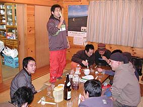 三佳での二次会。長嶋洋平氏が華麗に木遣りを披露。