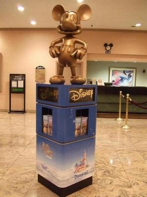 LAのディズニーランドに近いためホテルはディズニー盛り沢山