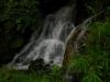 雨の日の小さな滝