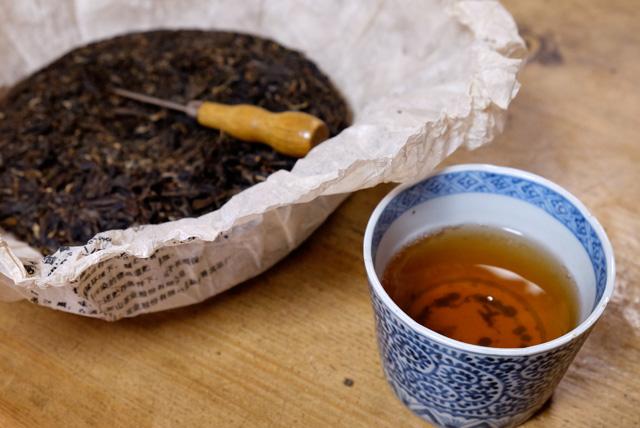 六山十年プーアル茶