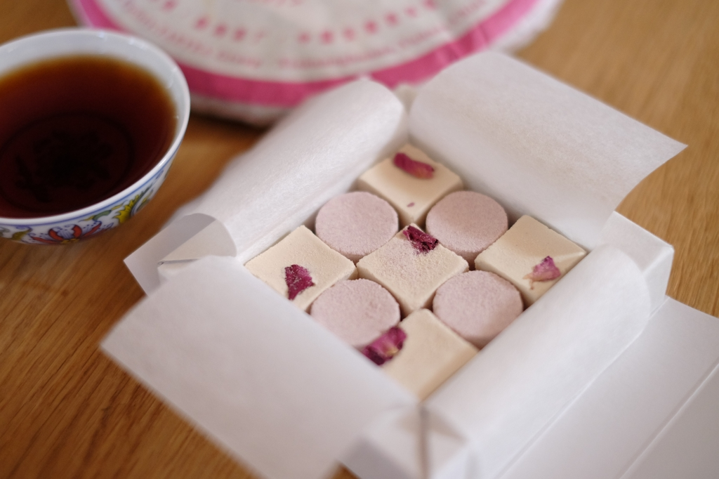 プーアル茶とバラと和三盆