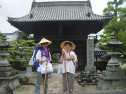48番札所西林寺の門前で