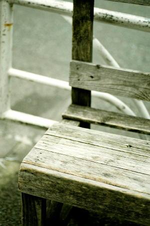 街角の椅子。