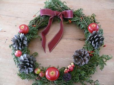 手作りの簡単クリスマスリース