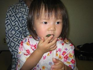 おだんご食べてます