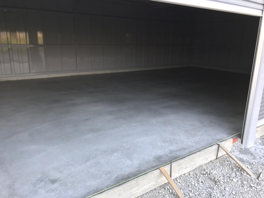 イナバ車庫内部土間