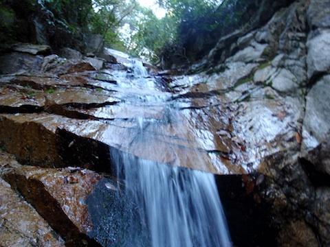高座の滝間近