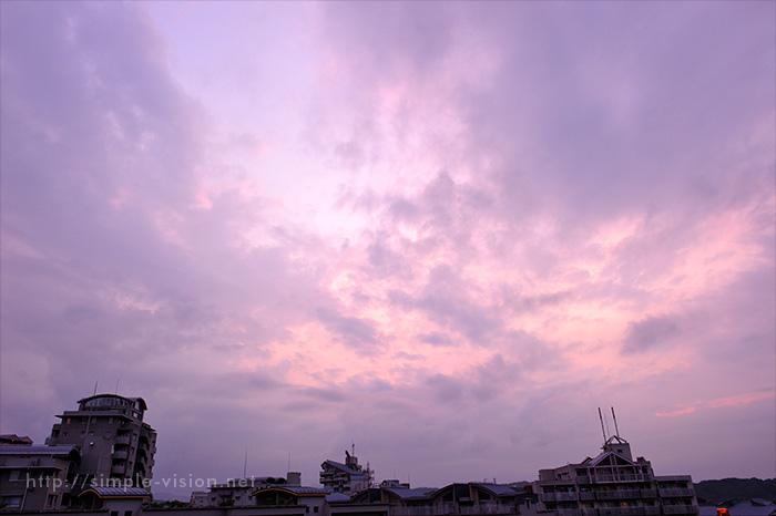 雨上がりの夕暮れの空