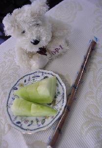 メロンとお菓子とOPI犬