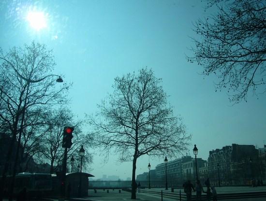 2011パリ・バスティーユ広場 <ミヌーシュ>