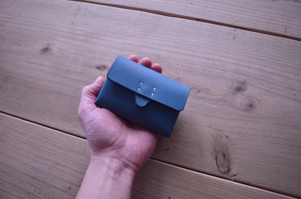 affordanceのコンパクト財布は手の平サイズ